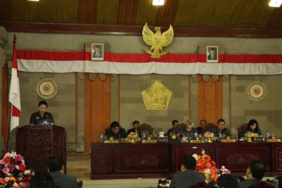 Bupati Menyampaikan Tujuh Tabanan Ranperda Kepada DPRD Tabanan