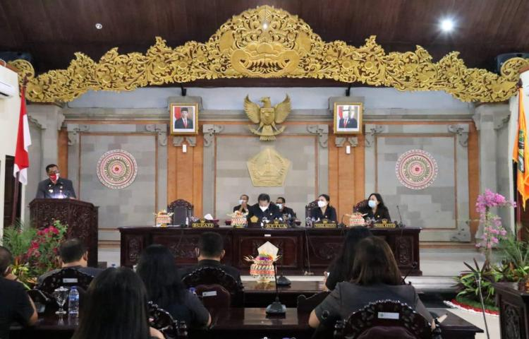 Rapat Paripurna DPRD Tabanan, Bupati Sanjaya Sampaikan Empat Ranperda
